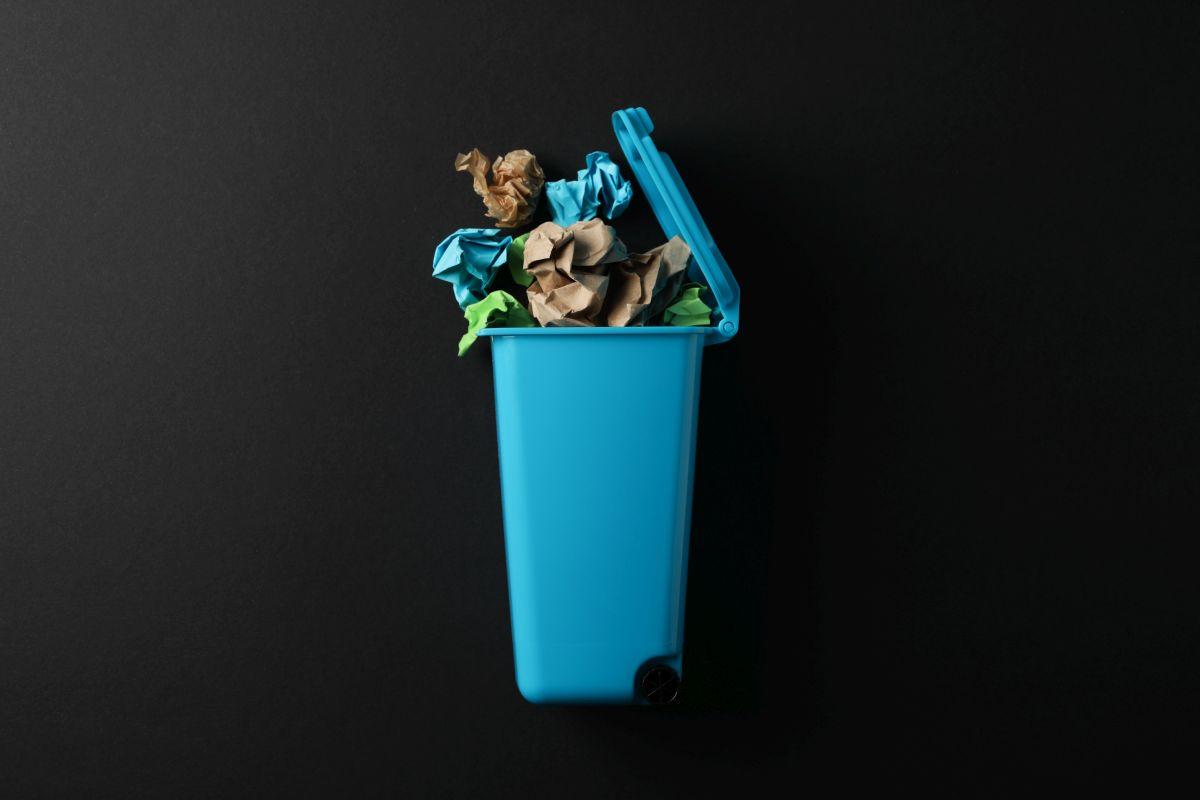 Pojemny kosz na śmieci