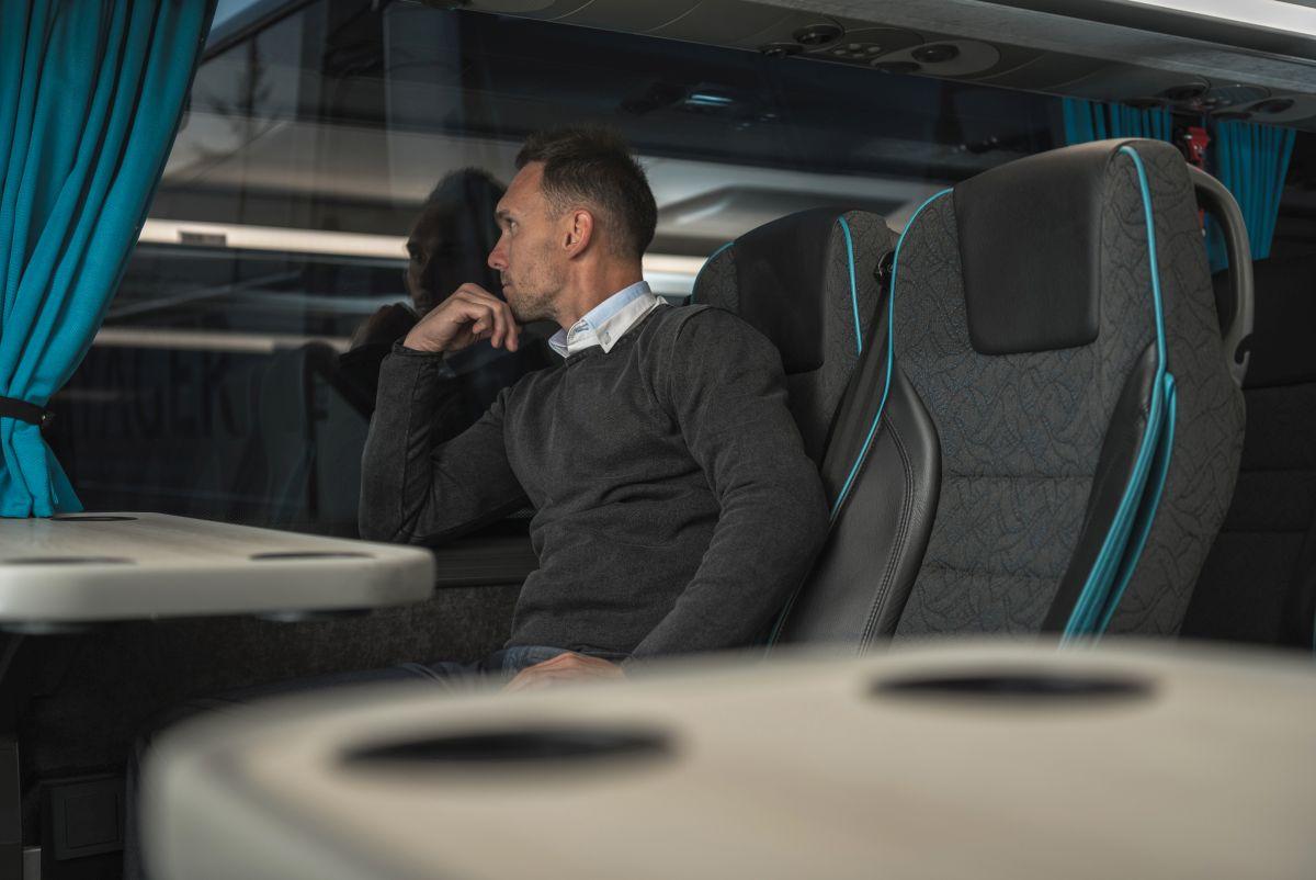 Dlaczego warto wynająć vip bus?
